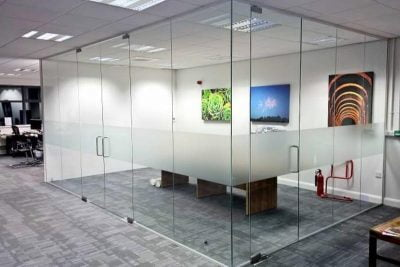 glazed-office-partitions-in-dubai-2