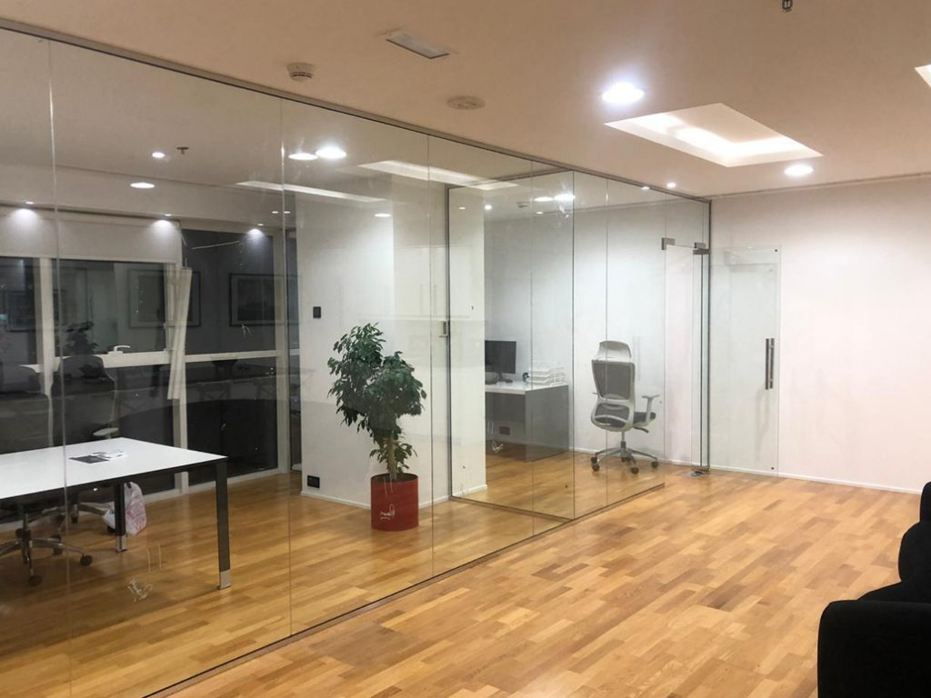 FRAMLESS GLASS PARTITION