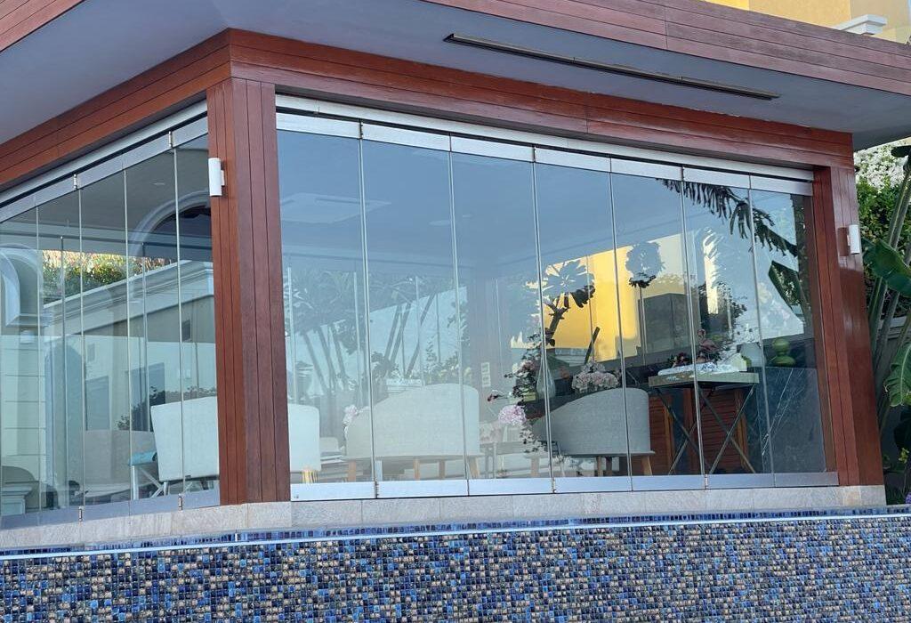 GLASS ROOM FRAMELESS FOLD FOLDING DOORS DUBAI